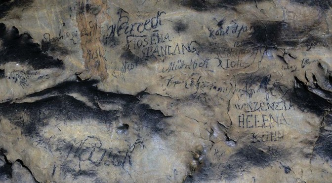 Význam starých podpisů na stěnách Býčí skály